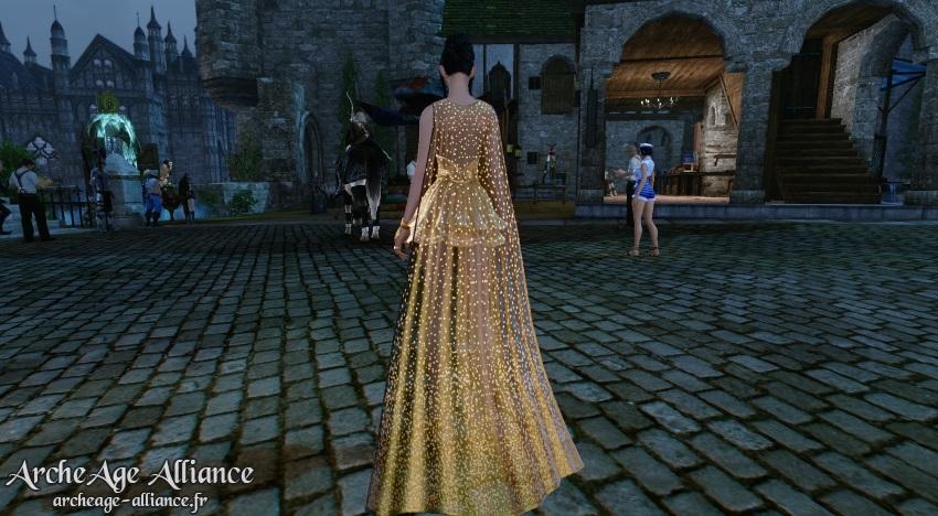 Le costume Aube vermeille et ses effets dorés